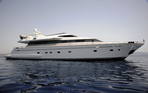 Charter yachtPouaro